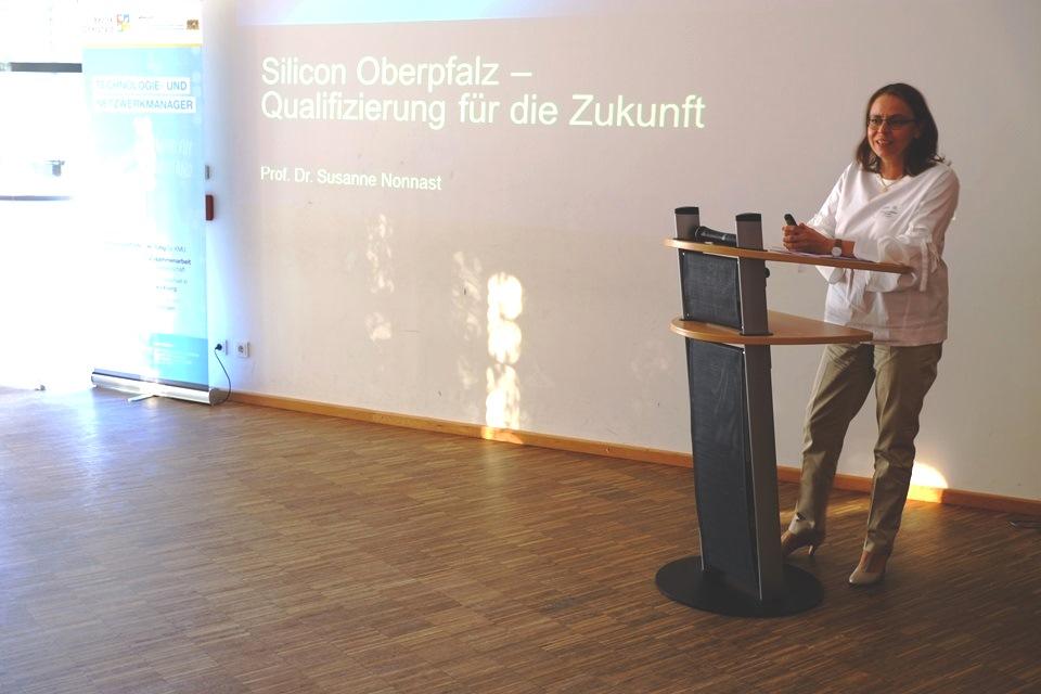 Prof. Dr. Susanne Nonnast gab in ihrem Vortrag Empfehlungen für die Qualifizierung der Zukunft.