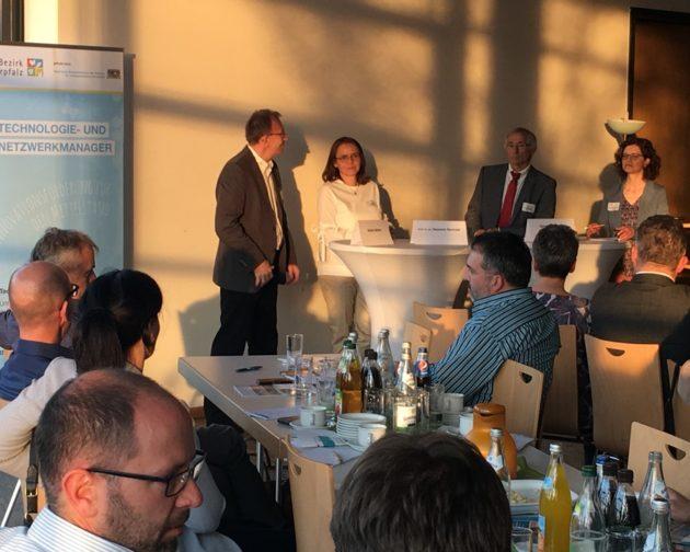 Die Referenten Jürgen Böhme, Prof. Dr. Susanne Nonnast und Jürgen Arbogast bei der abschließenden Diskussionsrunde.