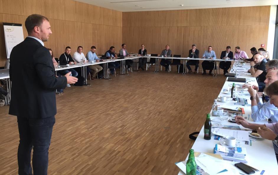 Begrüßung der Unternehmen und Hochschulvertreter durch Technologie- und Netzwerkmanager Michael Zankl