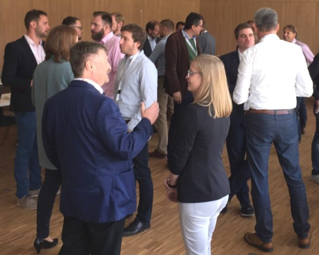 Reger Austausch zur Zukunftstechnologie 3D-Druck in der Stadthalle Cham