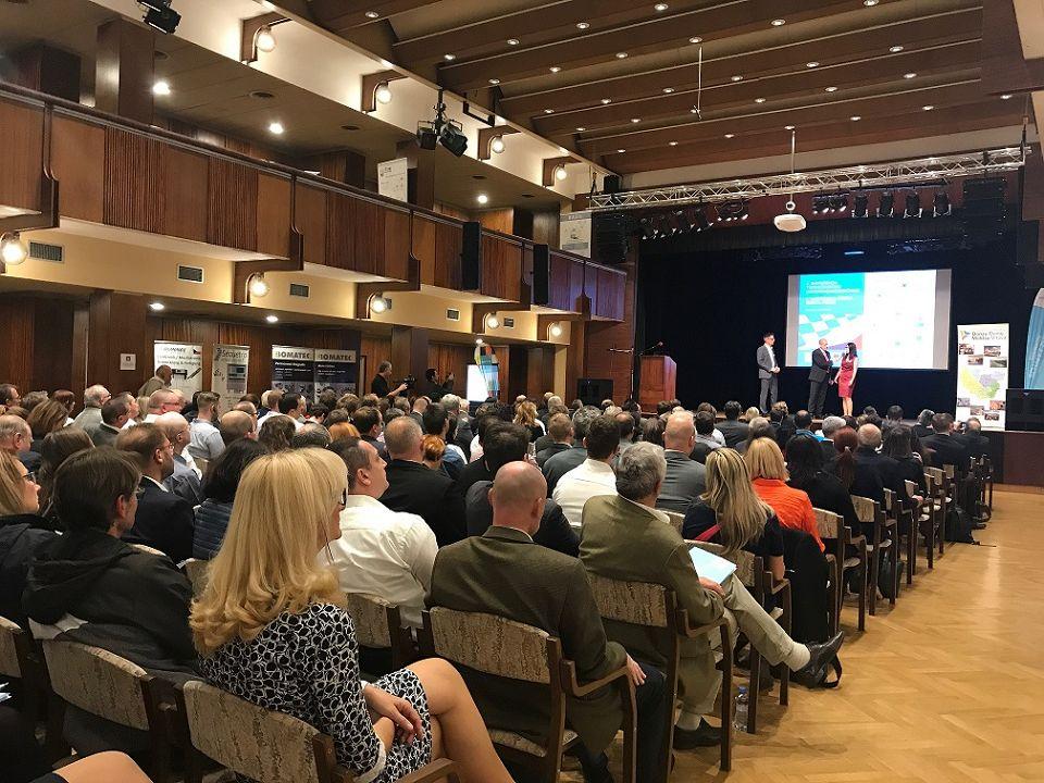 2. Bayerisch-Tschechische Unternehmensbörse - Diskussion mit Jaroslava Pongratz, Netzwerkmanagerin Bayern-Böhmen und Bertram Vogel, Geschäftsführer des Niederbayern-Forums
